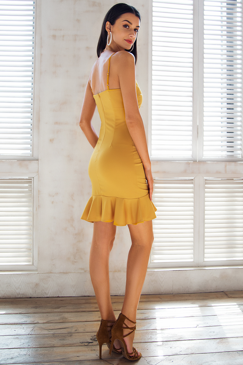 1727b467ef47 Štýlové spoločenské párty šaty na ramienka Simplee - FLARO.SK